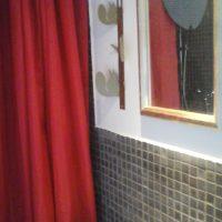 Marmor-Dusch-Bad unter Eichhorn-Beobachtung