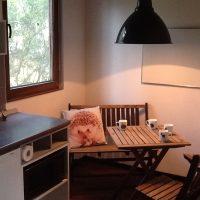 Küchen-Sitzecke mit Gartenblick